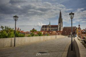 Regensbuirg-st-peter-cathedral-old-stone-bridge
