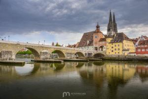 regensburg-St-Peter-Cathedral-donau-old-stone-bridge