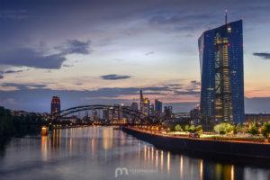 skyline-frankfurt-am-main-silhouette-skyscrapers-night-3